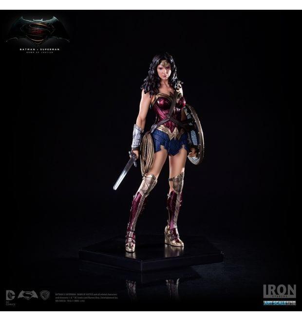 New Wonder Woman Statue razkrila Fan Fest za Fans, By-3688