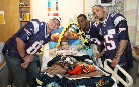911cce865 10 NFL Players Who Strive to Make a Difference