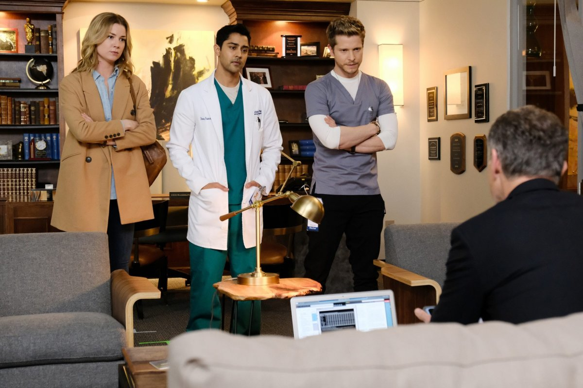 """THE RESIDENT: L-R: Emily VanCamp, Manish Dayal and Matt Czuchry in the """"Total Eclipse of the Heart"""" season finale episode of THE RESIDENT airing Monday, May 14 (9:00-10:00 PM ET/PT) on FOX. ©2018 Fox Broadcasting Co."""
