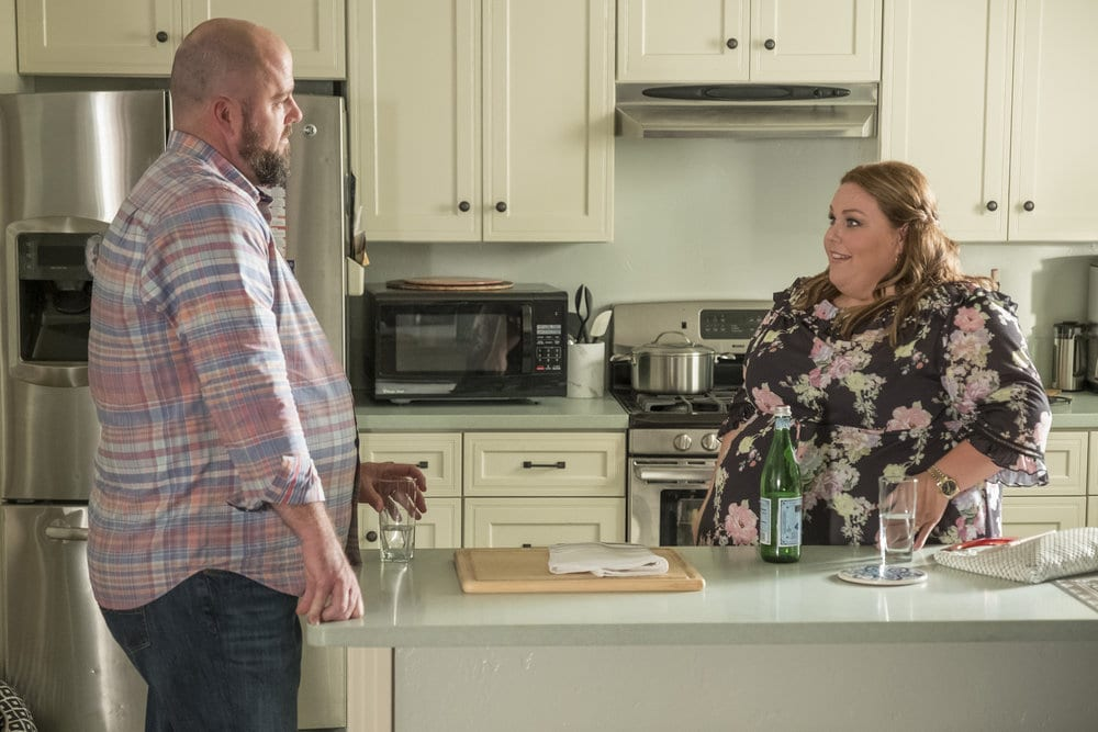 """THIS IS US -- """"Ave Maria"""" Episode 301 -- Pictured: (l-r) Chris Sullivan as Toby, Chrissy Metz as Kate -- (Photo by: Ron Batzdorff/NBC)"""