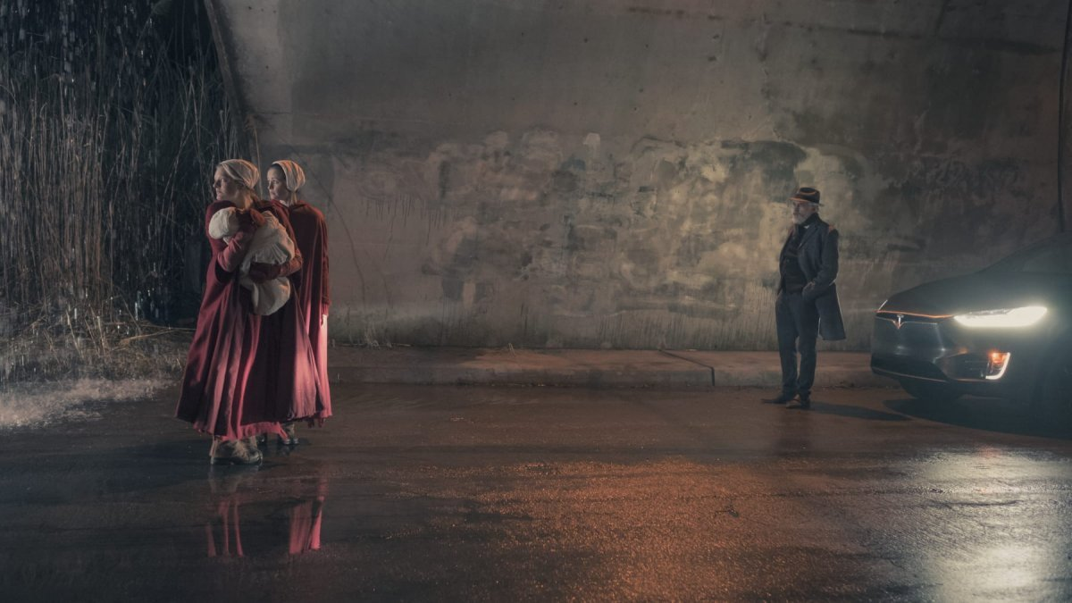 "THE HANDMAID'S TALE -- ""The Word"" -- Episode 213 -- Serena and the other Wives strive to make change. Emily learns more about her new Commander. Offred faces a difficult decision. Offred (Elisabeth Moss) and Ofglen (Alexis Bledel), shown."