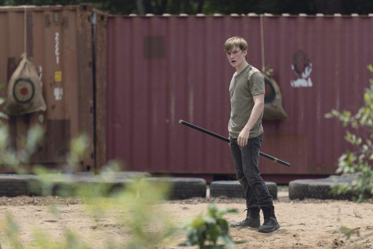 Matt Lintz as Henry - The Walking Dead _ Season 9, Episode 6 -