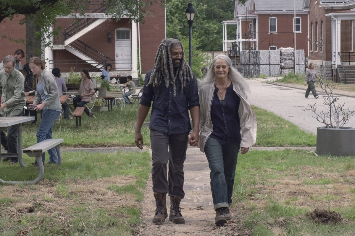 Khary Payton nei panni di Ezekiel, Melissa McBride nei panni di Carol Peletier - The Walking Dead _ Stagione 9, episodio 6 - Photo Credit: